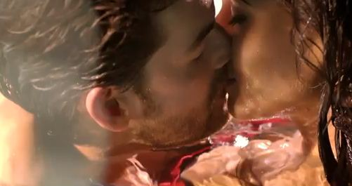 Sonal Chauhan Lip Lock Photos with Neil Nithin in 3G Movie indianudesi.com