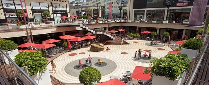 Viajar a barcelona centro comercial les gl ries for El mercat de les glories