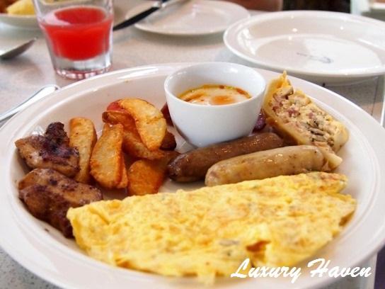 lone pine hotel penang bungalow breakfast omelette
