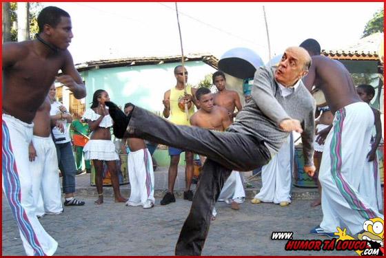 Após pênalti e sapato perdido, Serra vira meme na internet - Serra dançando capoeira