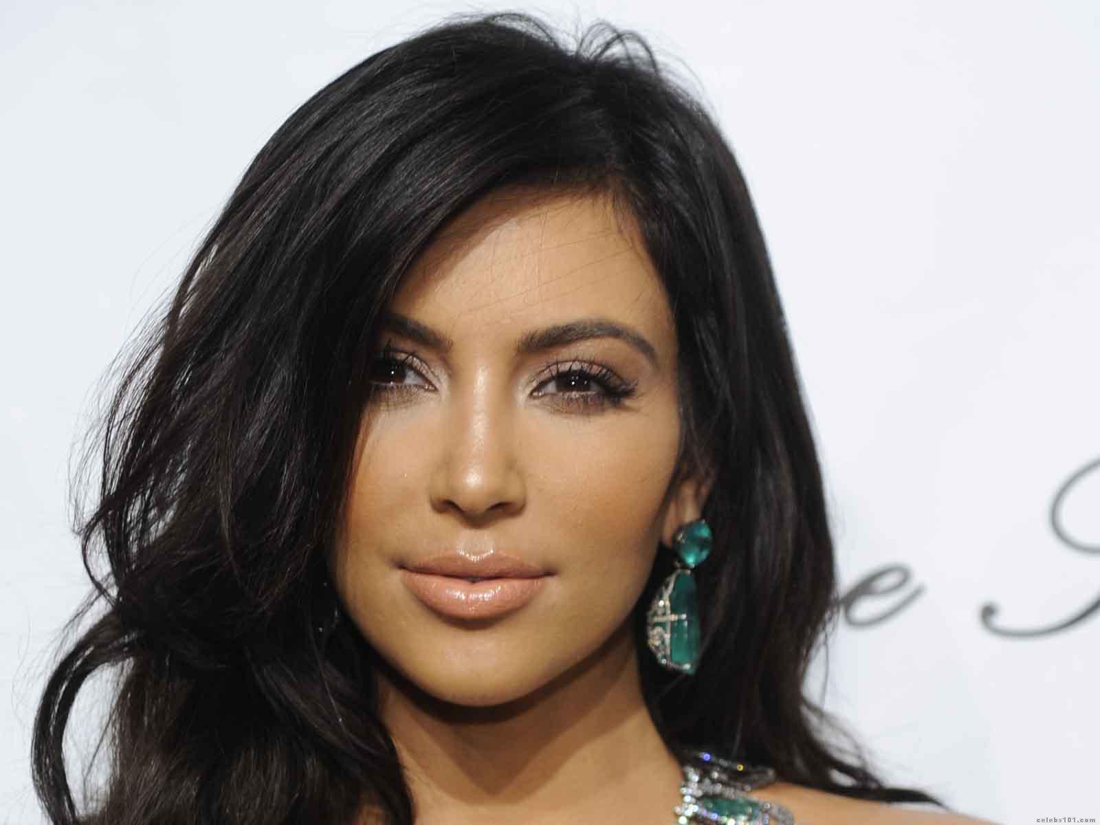 http://3.bp.blogspot.com/-8RUBxgycrSw/TbG-98R2t9I/AAAAAAAAA7M/RyFaqoIht00/s1600/Kim_Kardashian_Wallpaper.jpg