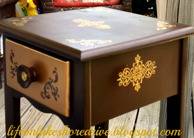 "alt=""stenciled table makeover"""