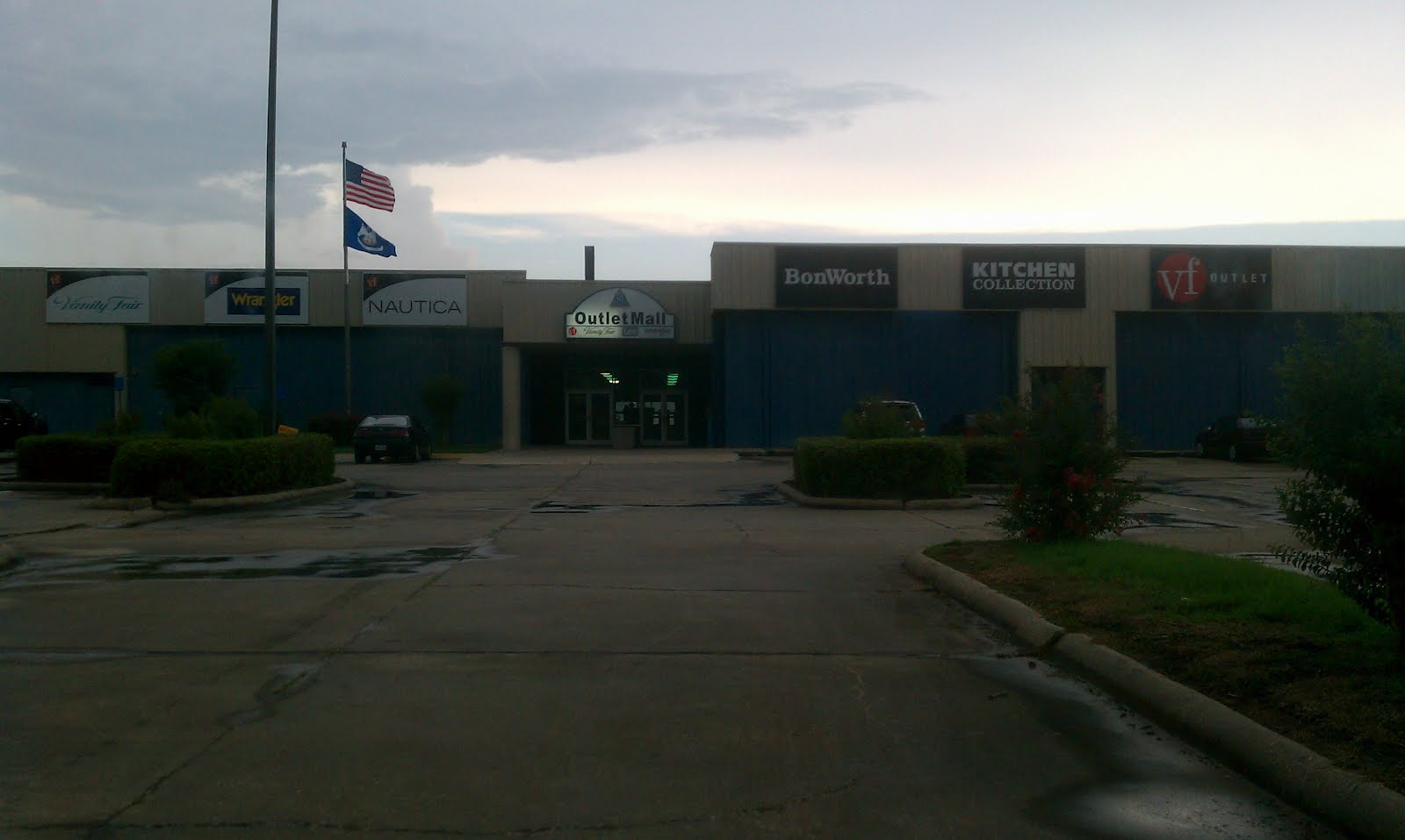 louisiana and texas southern malls and retail i 10 outlet mall this is the entrance to the closed off portion of the mall