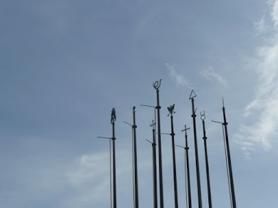 monumento en el castillo de Cartagena semejando lanzas