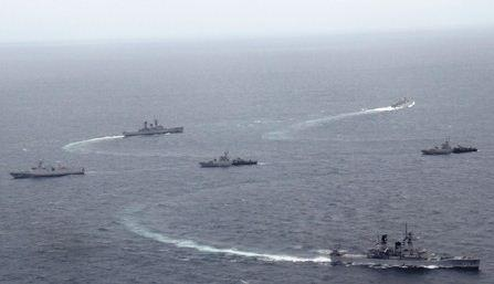 Kapal Perang TNI AL Bombardir Pulau Gundul