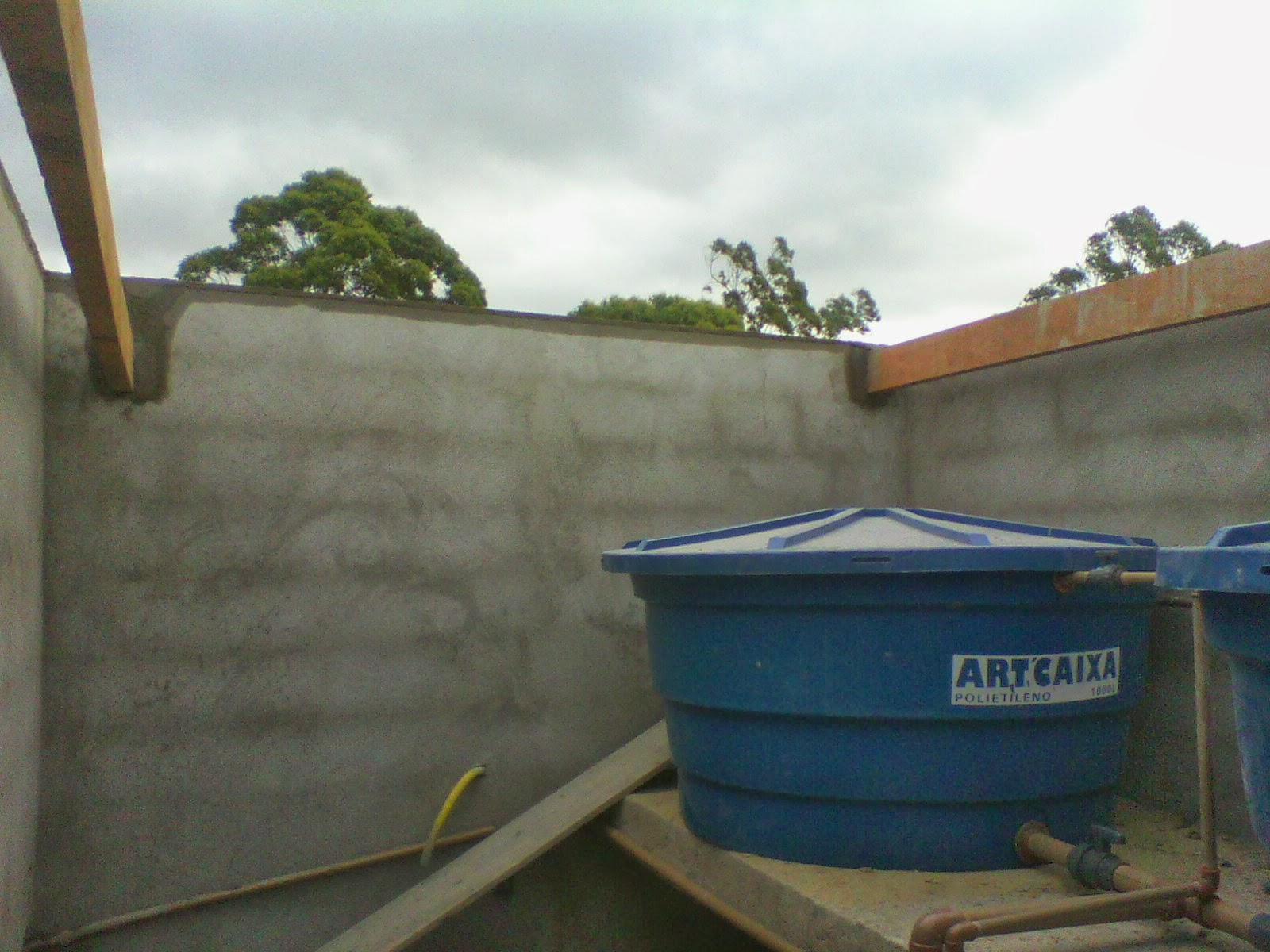 Parte do madeiramento da caixa de água #2A445D 1600x1200