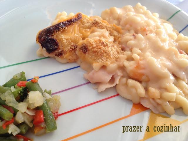 prazer a cozinhar - massa com camarões e fiambre
