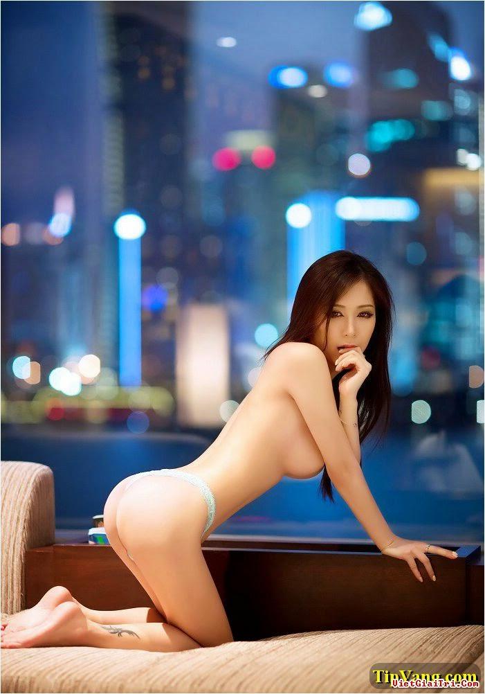 Đê mê với nàng y tá gợi dục trên chiếc sofa