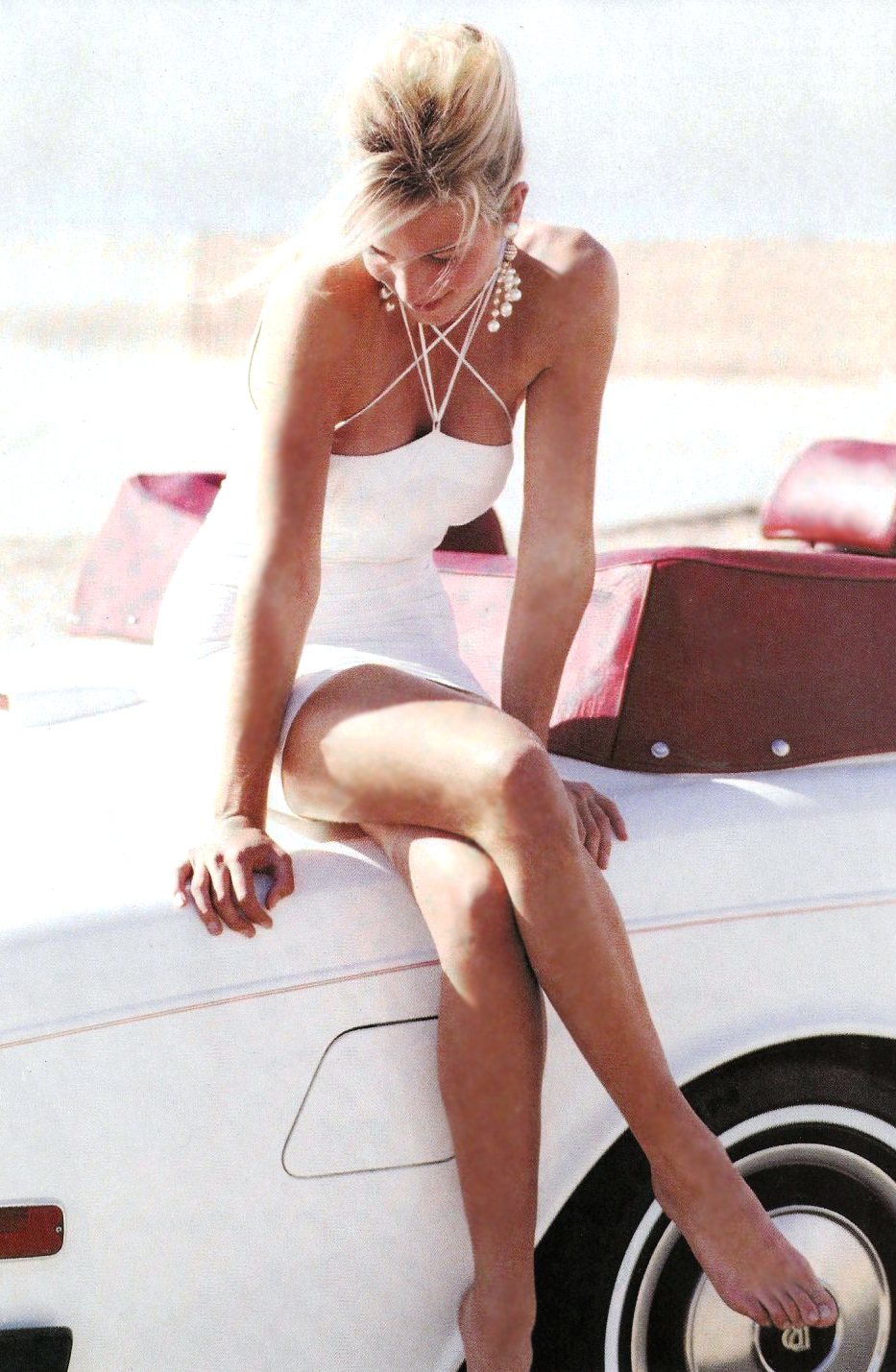 Rachel Williams in Cool whites / Vogue US February 1990 (photography: Patrick Demarchelier, styling: Carlyne Cerf de Dudzeele) via fashioned by love / british fashion blog