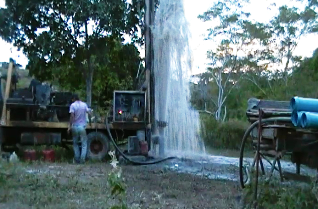 Perfuração de poços artesianos com alta vazão no município de Mairi e região