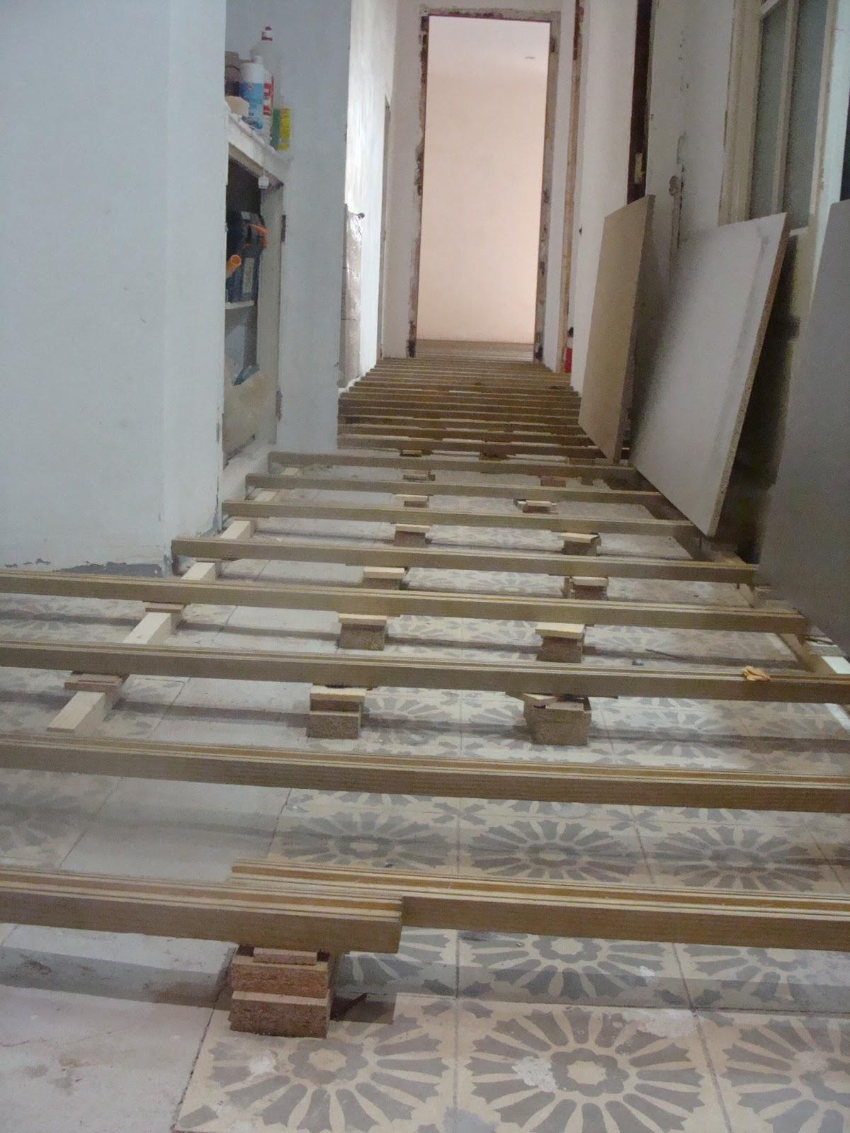 Andocarpinteando tarimas muestras de montaje con el for Nivelar suelo terraza sin obra