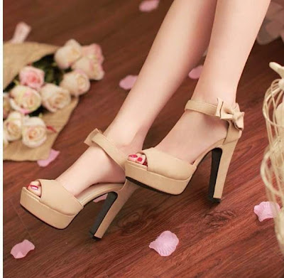 http://3.bp.blogspot.com/-8T1WV1Fc7Pk/U7vxhQpeJ2I/AAAAAAAAH_8/UbS2N4YZJWI/s1600/New-Designs-Of-Western-High-Heels-For-Girls-From-2014-15-15.jpg