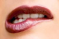 Rahasia Wanita Yang Suka Gigit Bibir Bawah (sukmagie blog)
