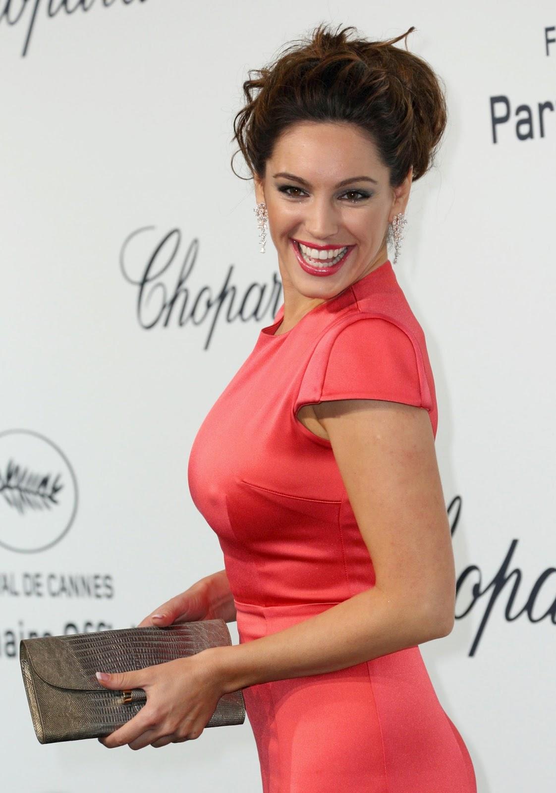 http://3.bp.blogspot.com/-8TEieUGEBsg/T7vWd4DhBRI/AAAAAAAAJiI/Qi1bWkmyweQ/s1600/Kelly-Brook-Big-Boobs-Nipple-Pokie-Cannes-4.jpg