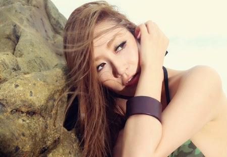 Siêu mẫu 9X Trung Quốc diện bikini