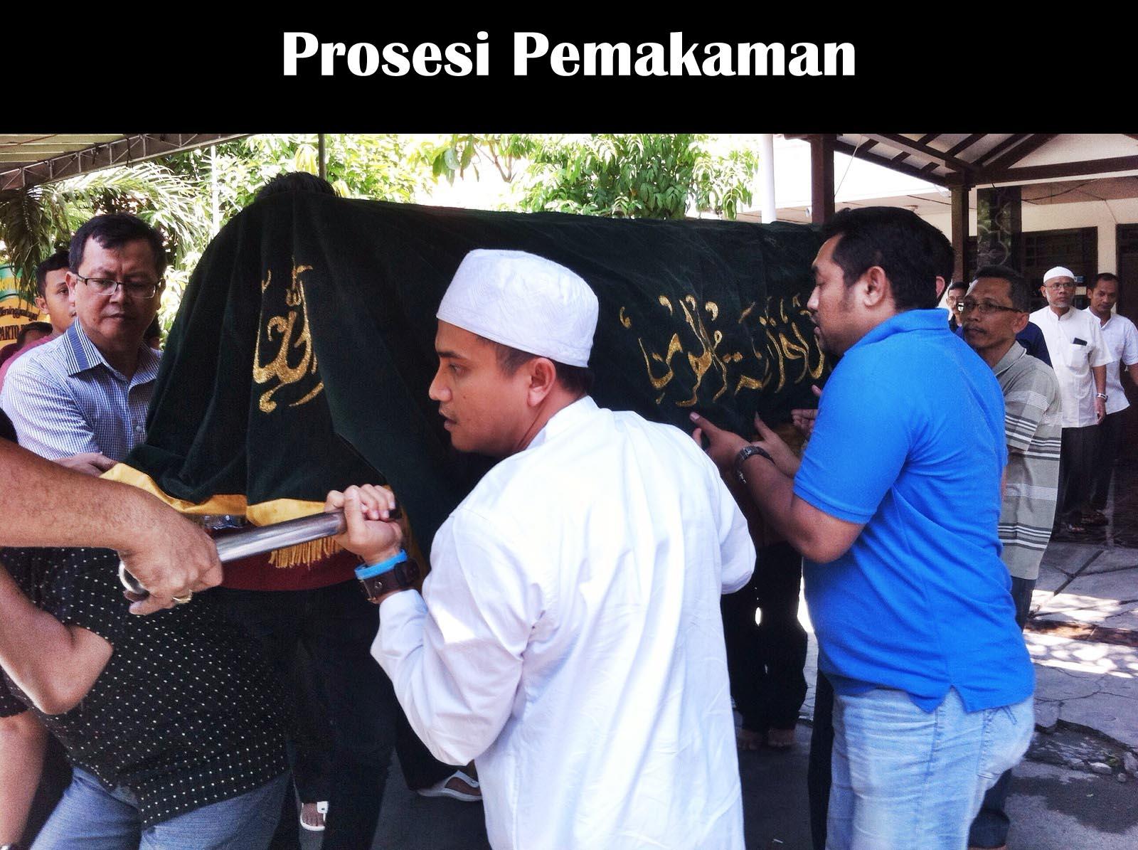 prosesi pemakaman suparto brata