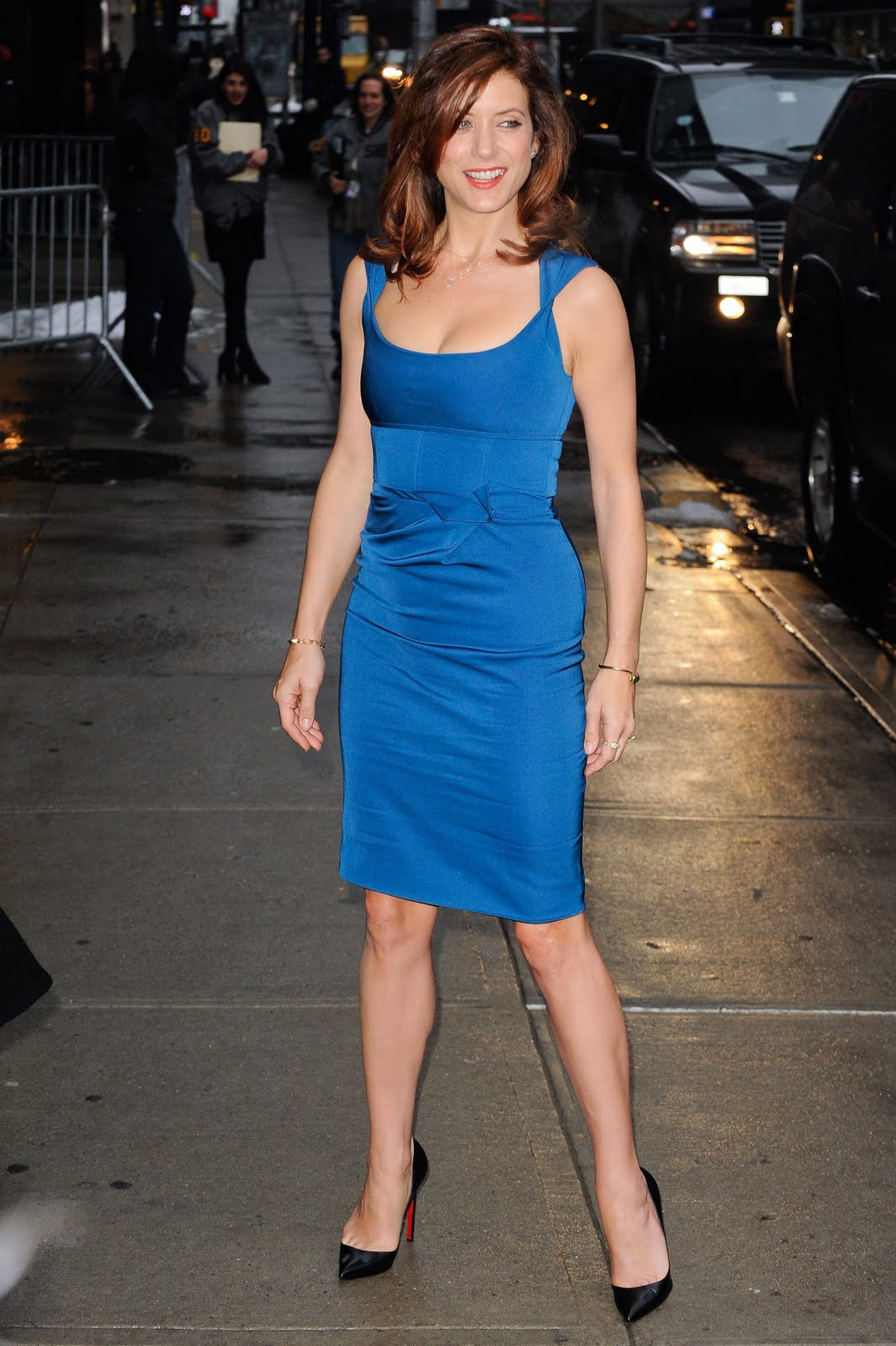 http://3.bp.blogspot.com/-8TVsH9NvxY4/TYvA2pM3WqI/AAAAAAAAG7k/hbcK4DwpFQg/s1600/Kate_Walsh_outside_Ed_Sullivan_Theater_for_Letterman_033_122_42lo.jpg