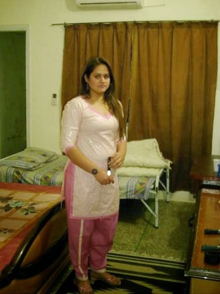 Desi Housewife In Tight Dress Hot Pictures