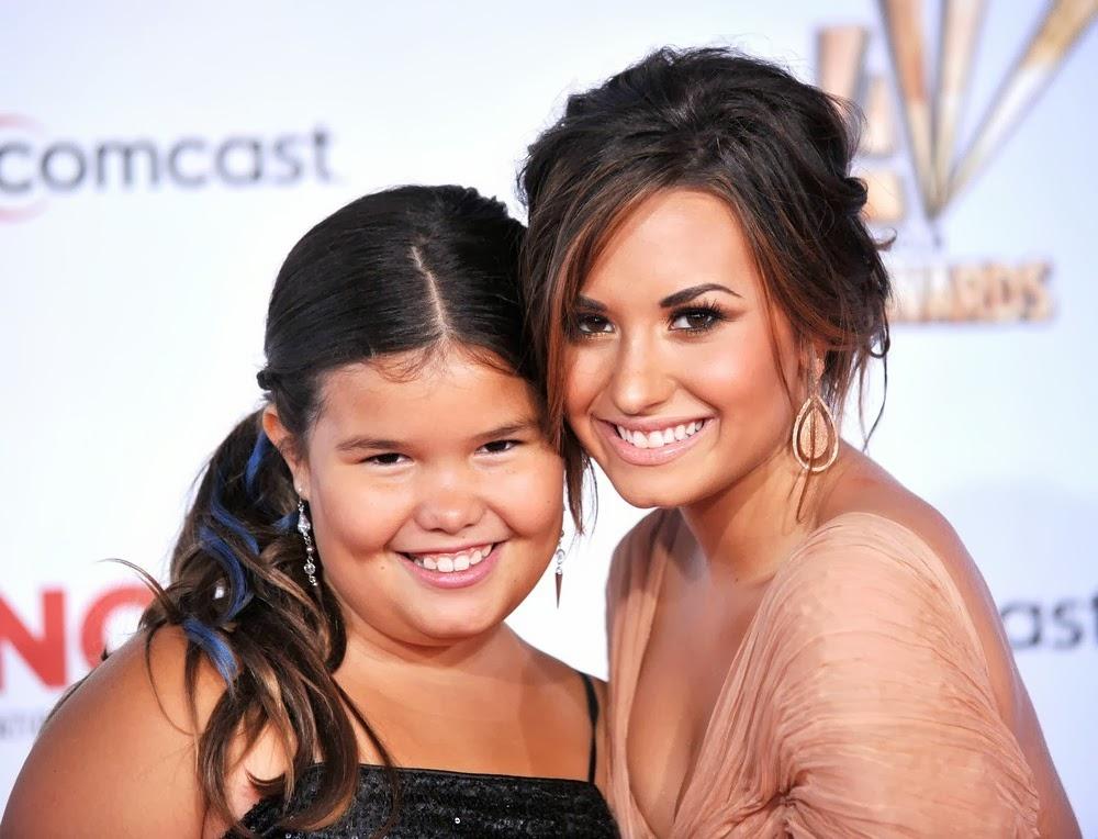 Demi Lovato (right) and her half sister Madison De La Garza