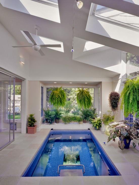Hogares frescos 18 dise os de peque as pero hermosas piscinas for Fotos de piscinas cubiertas