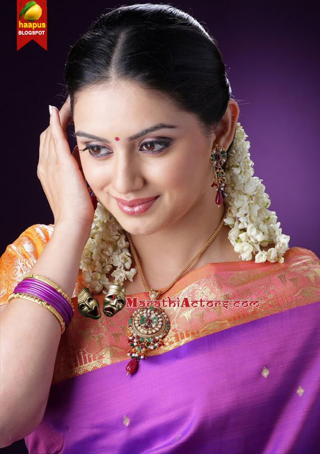 ��������� ��������� sizzling in saree cute marathi actresses