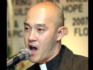 Seorang pendeta gay kontroversial asal Malaysia