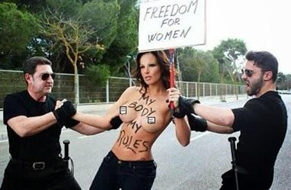 Nereida Gallardo nua em protesto contra a lei do Aborto