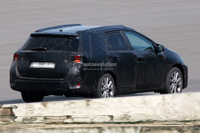 The outline of the new Auris / Corolla boasts a sleeker, sportier side