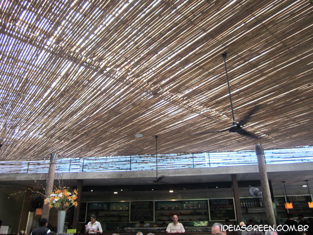 Restaurante limenho tem foro de bambu
