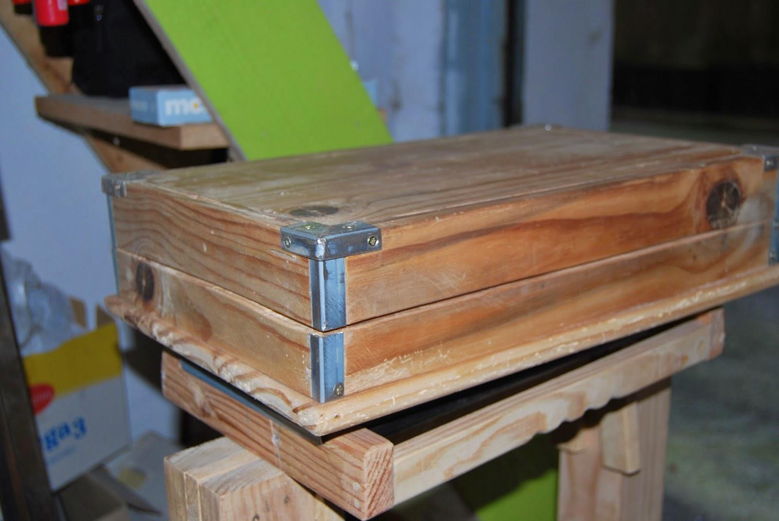 Como hacer caja de madera machiembrada con cantoneras recicladas.