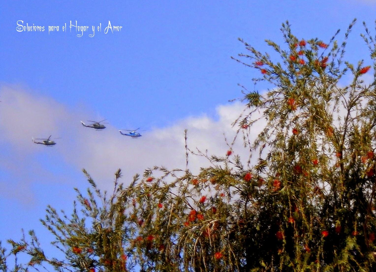 Helicópteros volando en el cielo,