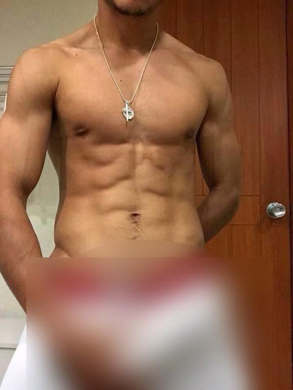 Julio Nava desnudo