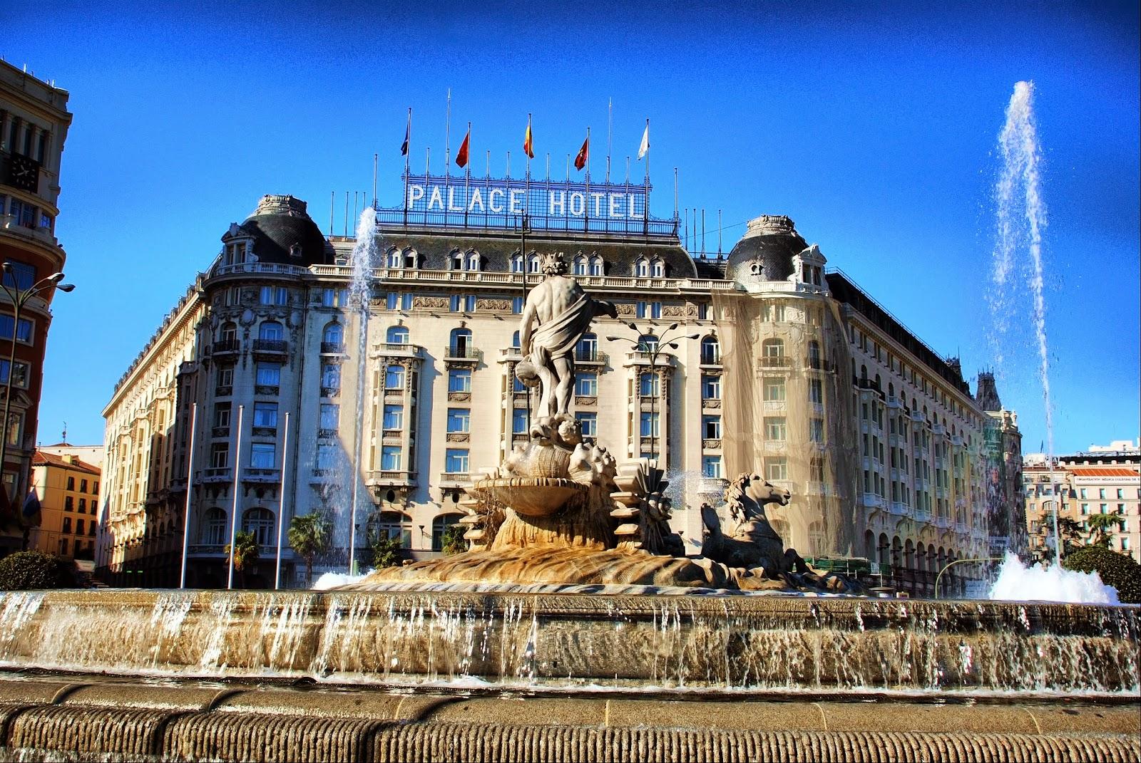 Hotel Palace y Fuente de Neptuno
