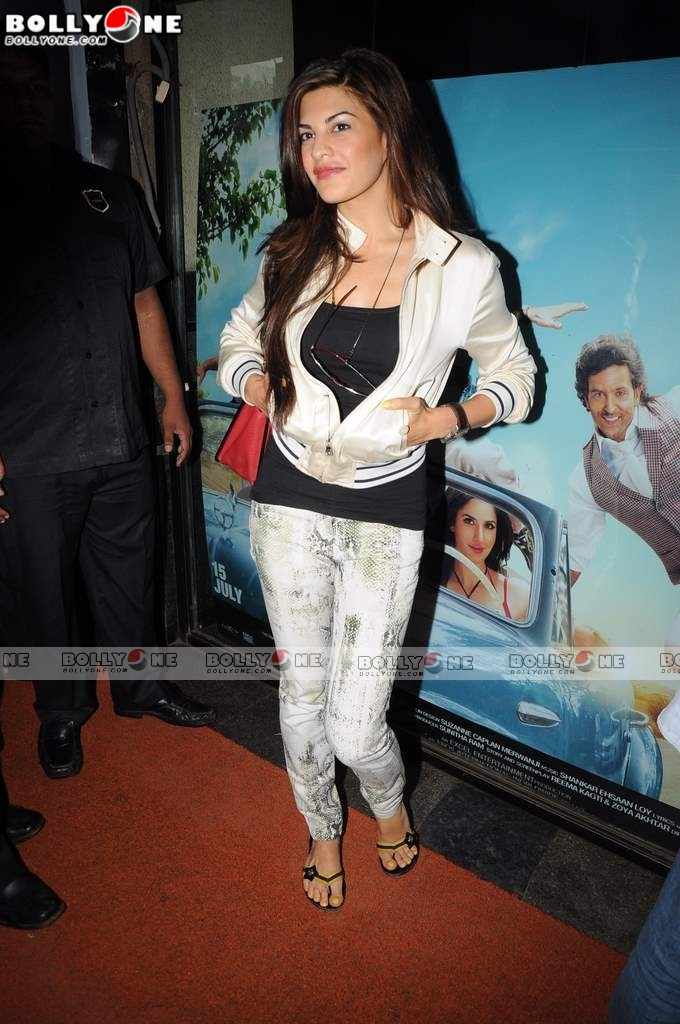 HOT Jacqueline Fernandez at Murder 2 Press Meet