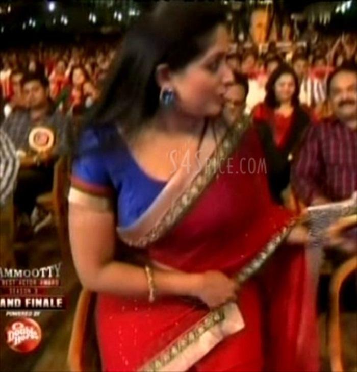 Kavya Madhavan in Saree Kavya Madhavan Hot Navel Show