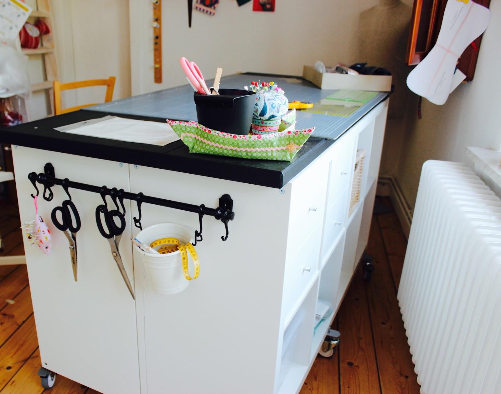 Herzens mein n hzimmer mein reich for Ikea kallax tisch