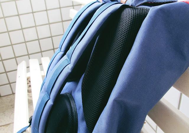 mochila herschell supply & co azul com listras de couro
