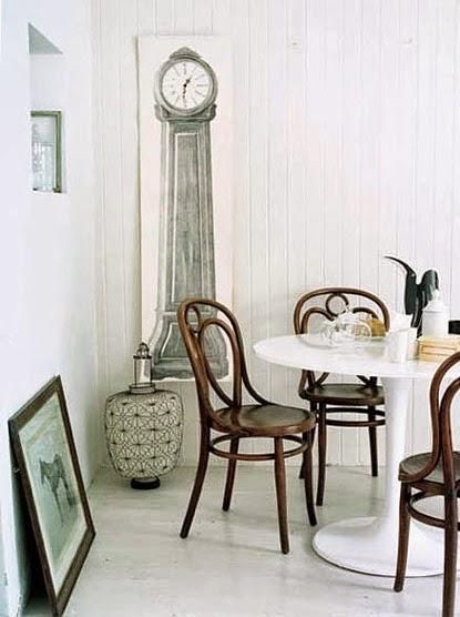 salon con decoracion francesa vintage silla thonet mesa tulip