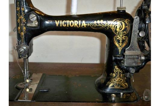 Textilprojekt 1882 Familiäre Selbstversorgung -> Nähmaschine Erfindung