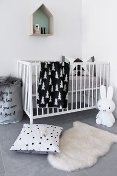 http://petitandsmall.com/how-to-decorate-scandinavian-nursery/