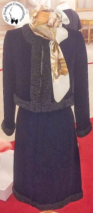 30 anni Galleria del Costume - Completo con bordi in astrakan, Valentino Boutique, anni 70, dono Banca di Cambiano