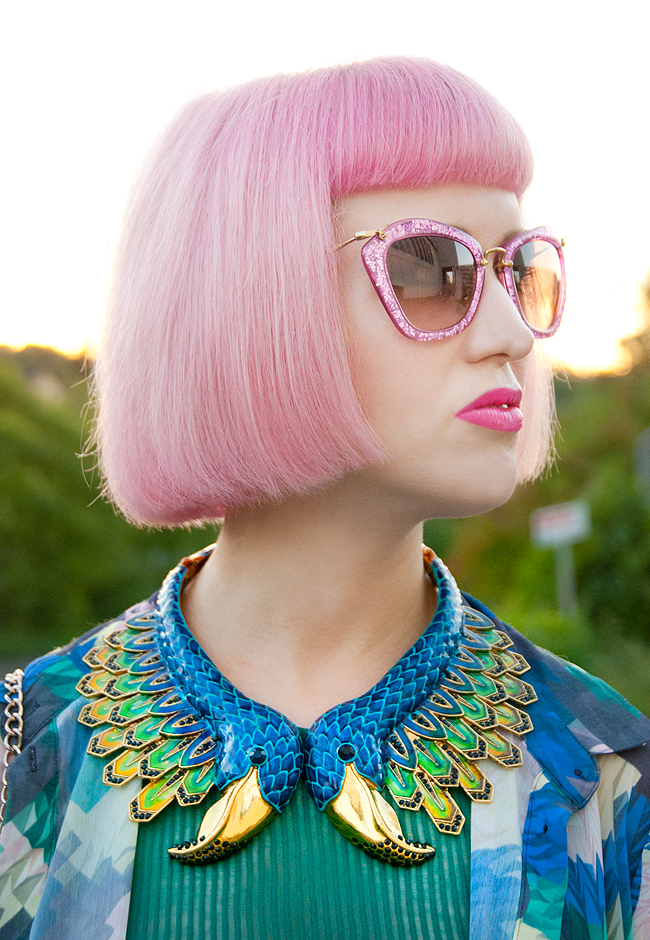 miu miu glitter sunnies, pink hair, peacock necklace