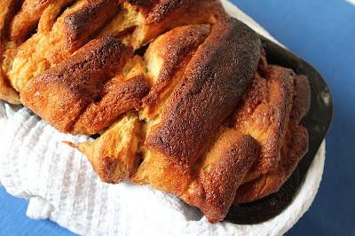 Odrywane ciasto drożdżowe (cynamonowo-pomarańczowe)