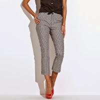Pantaloni trei sferturi in carouri vichy