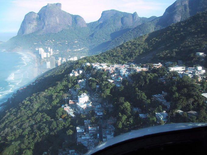 Déficit Habitacional no Brasil - vista da favela do Vidigal - RJ