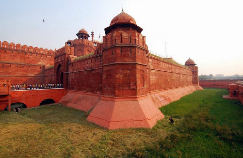kila muslim The taj mahal is a white tomb built in the 17th century by the mughal emperor,  and muslim arts the taj mahal was constructed with materials from all over the.