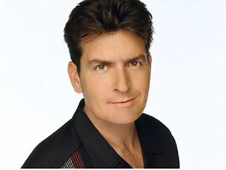 Charlie Sheen é um astro cheio de polêmicas, e o sexo está sempre presente em sua vida. Em uma entrevista, ele chegou a declarar que já transou com mais de 5.000 mulheres .