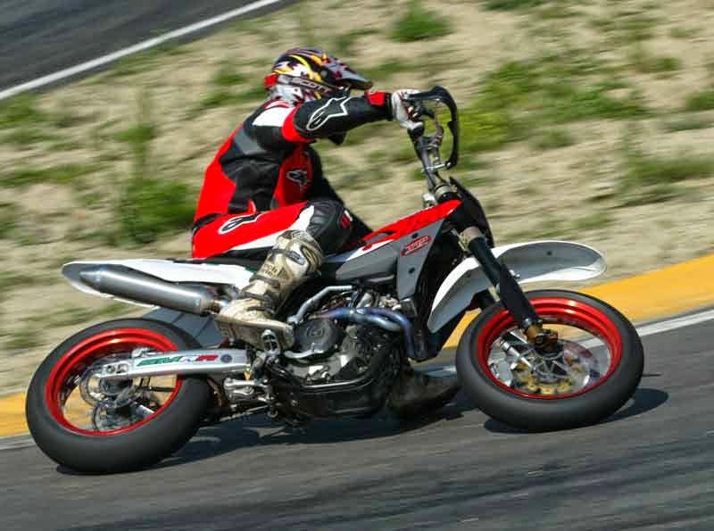Husqvarna SMR450 Sports Bikes HD Images