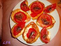 Provolone ahumado con tomate