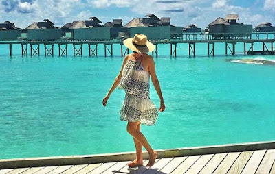 TV presenter Magdalena Roze soaks up the sun in the Maldives